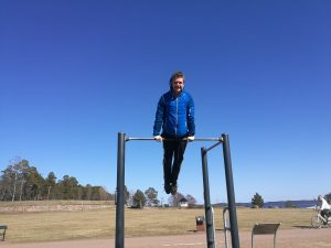 Personal Trainer Arttu Pakkanen muschle up